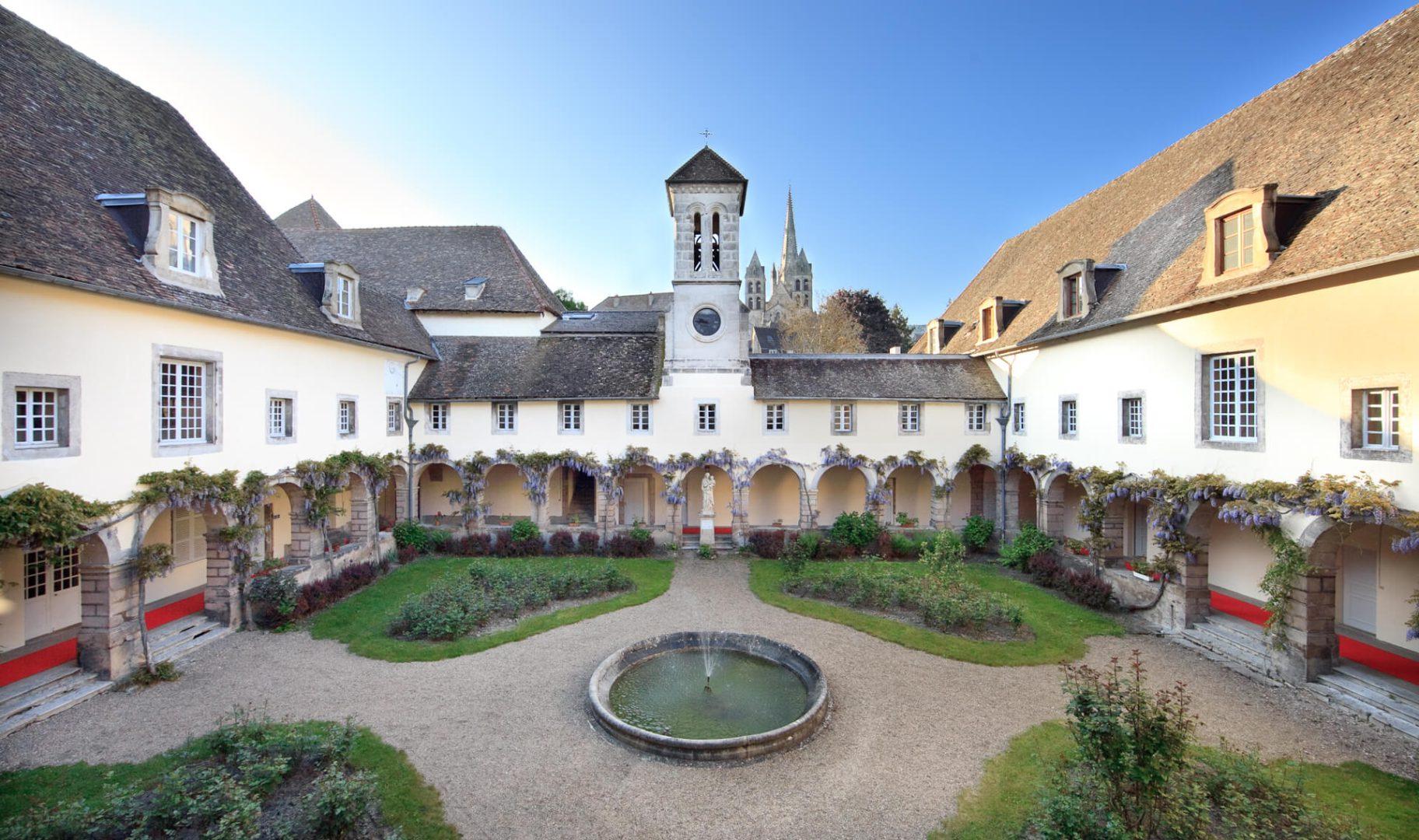 Jardin de la residence senior Autun, Villa Médicis
