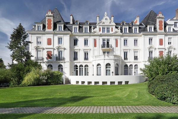 Vue extérieure de la résidence services senior Villa Médicis Besançon