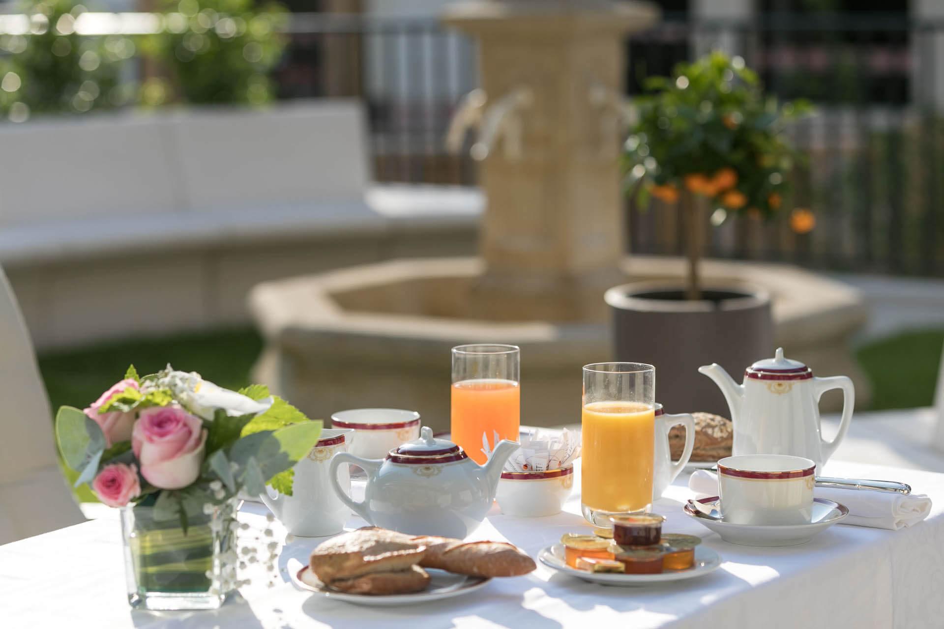 Petit déjeuner à la Résidence villa médicis - Confort et bien vivre