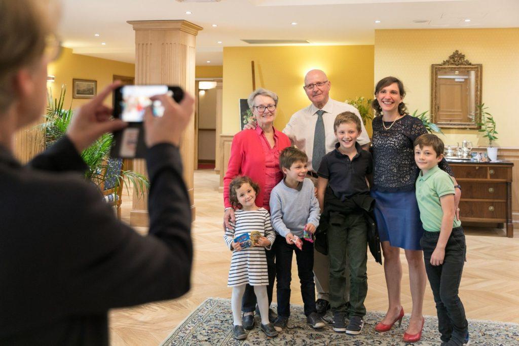 Moment familiale dans une des résidences seniors France Villa Médicis