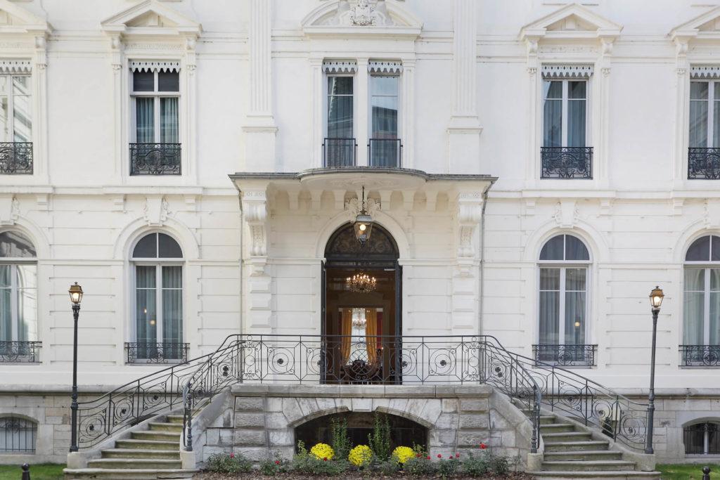 Entrée de la résidence senior Besançon Villa Médicis