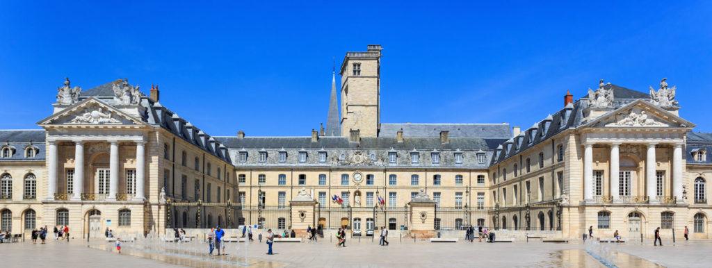 Place du théâtre Dijon - Résidence senior Dijon Villa Médicis