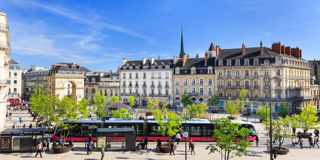 Ville de Dijon avec son Tramway et Darcy