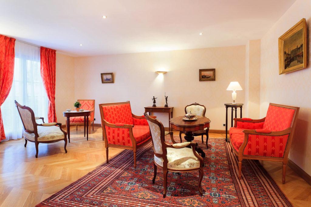 Salon de la résidence senior Beaune, lieu de détente