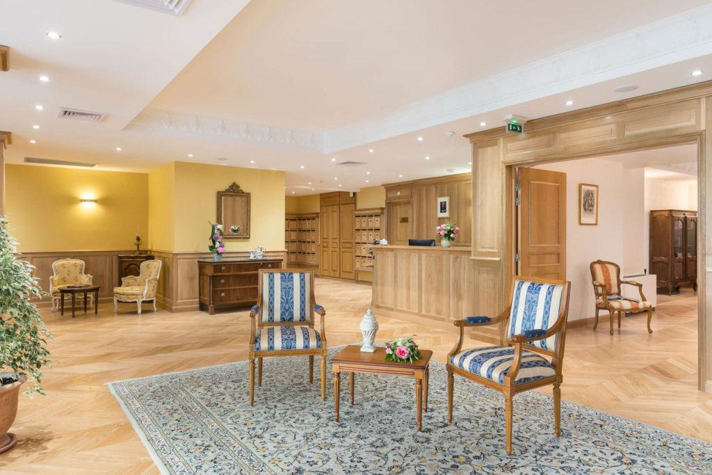 Belle vue sur le salon de la résidence senior Dijon - Villa Médicis Petites Roches
