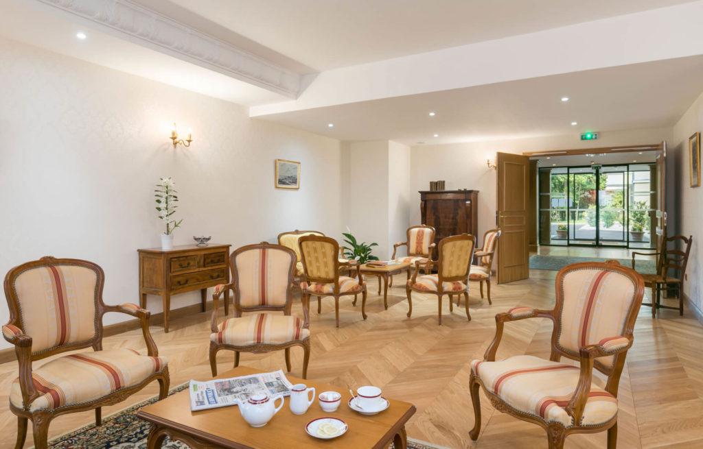 Salle de détente de la résidence senior Dijon Villa Médicis