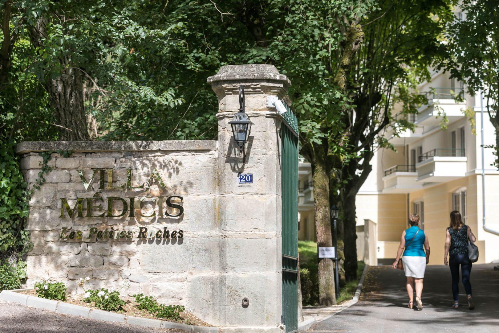 Résidence senior Dijon Villa Médicis - Entrée de la Villa